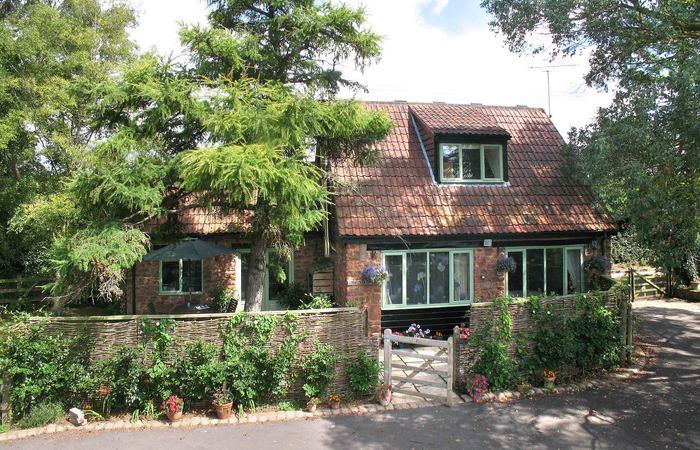 Cornflower cottage chris w 006.wide content